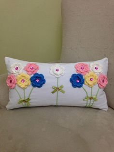 63 ideas sewing machine cover crochet for 2019 Crochet Home, Crochet Crafts, Crochet Projects, Sewing Crafts, Knit Crochet, Crochet Cushions, Crochet Pillow, Crochet Stitches, Crochet Patterns