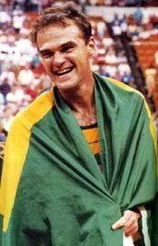 """Oscar Daniel Bezerra  Schmidt , conhecido com """"Mão Santa"""" . Participou de cinco Olimpíadas e , apesar de ser o maior cestinha da história do torneio , nunca conquistou uma medalha ."""