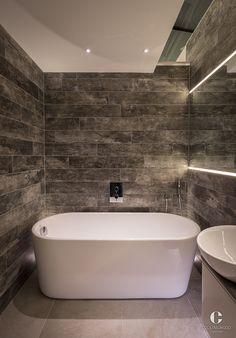 badkamer met organisch bad en mooie ingetogen verlichting | have a ...