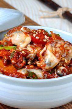 제철굴이 한창인 요즘. 향긋하고 맛좋은 제철굴을 놓칠수 없어서... 가락 수산시장에 가서 자연산굴을 사왔... K Food, Food Menu, Asian Recipes, New Recipes, Cooking Recipes, Food Design, English Food, Seafood Dishes, Korean Food