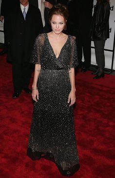 Pin for Later: 40 Gründe, Angelina Jolie's Style zu lieben Angelina Jolie 2006 bei der Premiere von Der gute Hirte