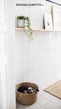 5 einfache Tipps um Euer kleines Bad optimal zu gestalten! Wir lieben es für Euch die neuesten Wohntrends zusammenzutragen und Euch all' die schönen Dinge zu zeigen, die unser trautes Heim noch hübscher machen. Doch neben Interior-Trends die kommen und gehen bleibt doch am spannendsten zu erfahren, wie Ihr wohnt, unsere Community! Dennis, Bath Mat, Shelves, Note, Rugs, Home Decor, Moving House Tips, Good Mood, Diy Home Crafts