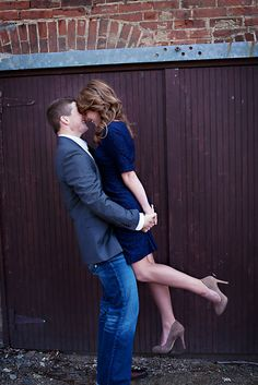 i want an engagement picture like this! adorable!