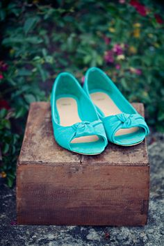 turquoise wedding shoes from ASOS // photo by ClaytonAustinLoveStories.com