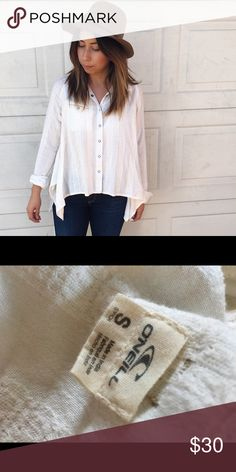 O'Neil white button up blouse Still has tag attached, breezy fabric cute and comfortable. Has an uneven hem on the sides. O'Neill Tops Button Down Shirts