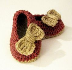 crocheted baby booties Can't get the web site but I love the style