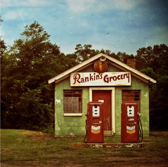 Anderson, SC has some of the best photo shoot locations! This is one of our favorites! Old Rankin's Grocery!