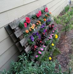 DIY Pallet Flower Garden - would be fun to plant red, white and blue flowers to make a flag.
