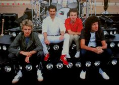 QUEEN. Nice red shoes Freddie ❤️