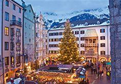 Christmas market in Innsbruck's Altstadt (old town) © Innsbruck Tourismus / Christof Lackner
