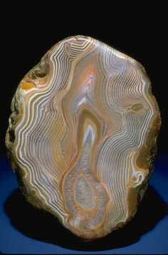 Agate (115571) from the National Mineral Collection