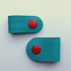 Earbud / earphone / cable organizers in turquoise vegetable tanned leather handmade  by RinartsAtelier
