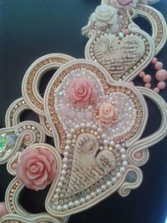 Finalmente posso pubblicare le foto della mia collana finalista al concorso Bead Dreams 2014.  Titolo: La Grande Bellezza  Lo so, è un nome ...