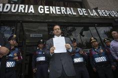 El gobernador de Veracruz, Javier Duarte, acude a la Fiscalía a declarar sobre supuestos actos de corrupción.  Venezuela, el país más corrupto; México, el decimotercero El índice de corrupción del Foro Económico Mundial se suma a la lista de indicadores que señalan el cáncer mexicano, ahora atizado por la violencia