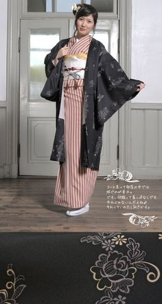 A long haori from Sou-Bien to show how this looks when worn with kimono. only a very small section of the kimono can be seen from the back, about equal in proportion to the amount of kimono that is. Modern Fashion, Vintage Fashion, Vintage Style, Japanese Outfits, Japanese Clothing, Kimono Fashion, Fashion Outfits, Traditional Outfits, Traditional Japanese