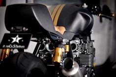 it roCKS!bikes Stealth ~ Return of the Cafe Racers Cafe Racer Honda, Cafe Racer Build, Cafe Racers, Bike Shed, Bike Run, Scrambler Motorcycle, Motorcycle Outfit, Yamaha Motorbikes, Xjr 1300