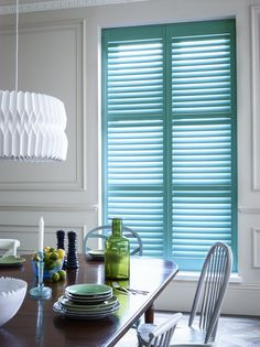 If you've ever considered window shutters for your home, here are 5 reasons why you need to invest in them. I love the fact they are so much more versatile that people think, and come in all kinds of colours, shapes and styles. Decor Blinds, Curtains With Blinds, Dining Room Inspiration, Home Decor Inspiration, Contemporary Shutters, Living Room 2017, Home Interior Design, Interior Decorating, Wooden Window Shutters