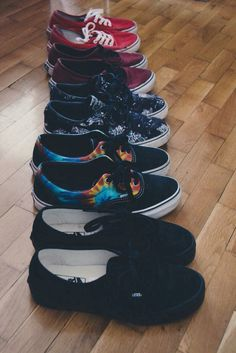 Need some vans in my life! Sock Shoes, Vans Shoes, Cute Shoes, Me Too Shoes, Shoe Boots, Shoes Sneakers, Shoes Heels, Pretty Shoes, Vanz