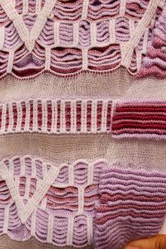 Knitting Machine Patterns, Crochet Stitches Patterns, Knitting Stitches, Knitting Designs, Knit Art, How To Purl Knit, Fabric Manipulation, Knit Fashion, Fabric Swatches