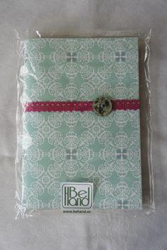 Cuaderno Verde con motivos clásicos y detalles en rosa y madera. Hecho a mano. Handmade. DIY.