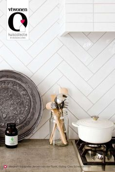 23 Neat Clutter-Free Kitchen Countertop Ideas to Keep Your Kitchen in Tip-top Shape - The Trending House Kitchen Interior, New Kitchen, Kitchen Dining, Kitchen Decor, Kitchen Colors, Kitchen Countertops, Kitchen Backsplash, Interior Desing, Interior Design Advice