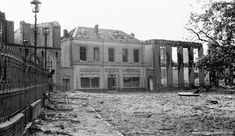 Het Walburgisplein in 1945 na hevige gevechten