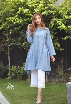 Pakistani Fancy Dresses, Pakistani Dress Design, Pakistani Suits, Fancy Dress Design, Stylish Dress Designs, Frock Design, Stylish Dresses For Girls, Simple Dresses, Indian Designer Outfits