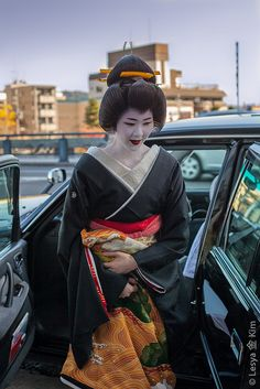 Quiz! Who is this Geiko?