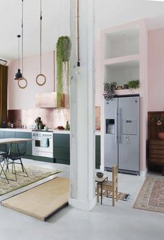 Pink and green kitchen with brickwork painted pink Kitchen Chairs, Kitchen Furniture, Kitchen Interior, Kitchen Decor, Kitchen Cabinets, Interior Livingroom, Kitchen Paint, Kitchen Flooring, Kitchen Backsplash