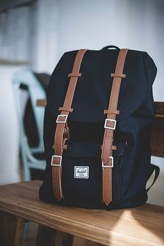 herschel supply co. backpack in a neutral color and in this style. i really want a backpack Save on Herschel backpacks for back to school & beyond. Mochila Herschel, Herschel Rucksack, My Bags, Purses And Bags, Bags For Men, Back To School Backpacks, College Backpacks, Cute Backpacks, Stylish Backpacks