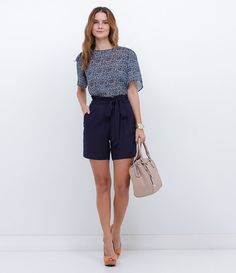 Bermuda feminina Com amarração Marca: Cortelle Tecido: viscose Composição: 100% viscose Modelo veste tamanho: 36 Medidas da modelo: Altura: 1.74 Busto: 87 Cintura: 64 Quadril: 97 COLEÇÃO INVERNO 2016 Veja outras opções de bermudas femininas.