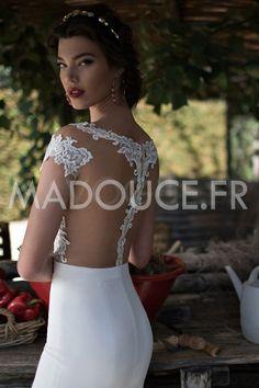 [149.99 € ] Robe de mariée décolletée en dentelle et mousseline de soie ivoire à…