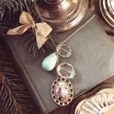 Pretty necklace and picture :)