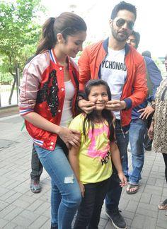That's kid's like:Mujhe accha nahi lag raha hai😂😂😂😂😂😂😂😂 Bollywood Couples, Bollywood Actors, Humpty Sharma Ki Dulhania, Cute Preppy Outfits, Alia Bhatt Cute, Alia And Varun, Indian Star, Cutest Couple Ever, Star Children