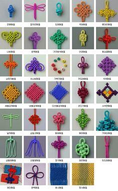 Tricotin et noeuds motifs réalisés avec un tricotin