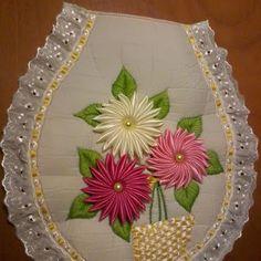 juego de baño decorado con flores de liston en tonos pastel y punta en tira…