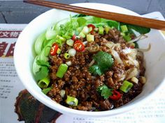 Dry Tossed Rice Noodles With Meat Sauce 芽菜肉燥撈河粉