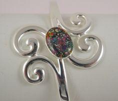 Bracelet arabesque, en résine, copeaux de métal, micro billes, petit coeur : Bracelet par long-nathalie