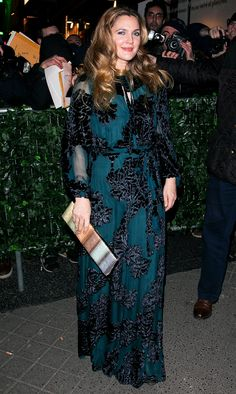 See the best red carpet looks from this week Drew Barrymore Style, Bad Fashion, Coloured Girls, Dressed To The Nines, Night Looks, Red Carpet Looks, Girl Photography, Her Style, Style Icons