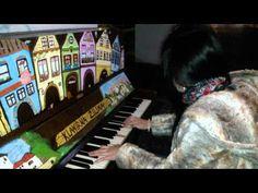 Comptine d'un autre été/Yann Tiersen - from Amelie :) street PIANO - YouTube