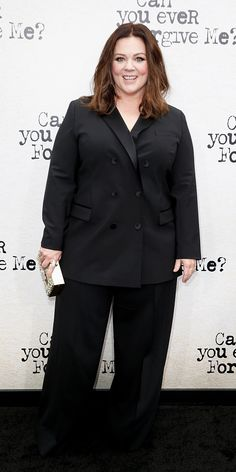 Melissa McCarthy Brings 'Can You Ever Forgive Me?' To NYC!: Photo Melissa McCarthy happily strikes a pose on the black carpet while attending the premiere of her latest film Can You Ever Forgive Me? held at the SVA Theater on Sunday… Melissa Mccarthy, Curvy Outfits, Plus Size Outfits, Plus Size Womens Clothing, Plus Size Fashion, Celebrity Outfits, Celebrity Style, Star Fashion, Fashion Outfits