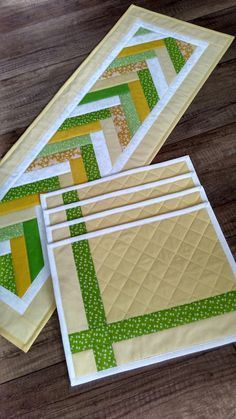 Idées D'Artisanat Table Mat Craft Ideas Tischset Bastelideen – Apocalypse Now And Then Quilted Table Runners Christmas, Patchwork Table Runner, Table Runner And Placemats, Quilt Table Runners, Table Runner Tutorial, Table Runner Pattern, Quilted Placemat Patterns, Quilt Patterns, Patchwork Patterns