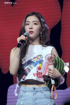 Irene - Redmare Concert in Singapore ©douxirendy Kpop Girl Groups, Korean Girl Groups, Kpop Girls, Seulgi, Rapper, Kim Yerim, Red Velvet Irene, South Korean Girls, My Girl