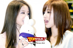 T-ARA's Ji Yeon and Eun Jung fallen in love with the doll…Character Licensing fair 2012 surprise appearance [KPOP]