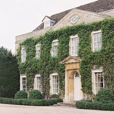 Inspiration for a country house wedding in the UK - the beautiful Cornwell Manor, Cotswolds. Architecture Design, English Architecture, Georgian Architecture, Classical Architecture, English Manor Houses, English House, English Cottages, Georgian Homes, Georgian Mansion