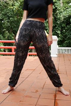 Jogging pants Modern hippie Modern boho Indian style Modern harem Drop pants vintage hippie Yoga pants Thanks to regular customers and Welcome new customers. :) One size fits most but best for sizes 0 12 Size : (inches) Waist 22 stretch Boho Hose, Hippie Hose, Hippie Pants, Boho Pants, Pants Style, Boho Fashion Over 40, Trend Fashion, Indian Fashion, Fashion Outfits
