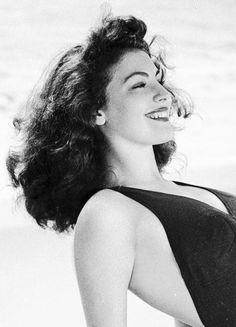 Ava Gardner, 1945.(via Old Pics Archive on Twitter)