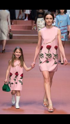 Mother-daughter looks. #Happy #fashion #kids fashions