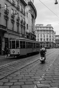 Streets of Milan Piaggio Vespa, Best Of Italy, Old Street, Famous Photographers, Old Town, Vintage Photos, Street View, Scene, Europe