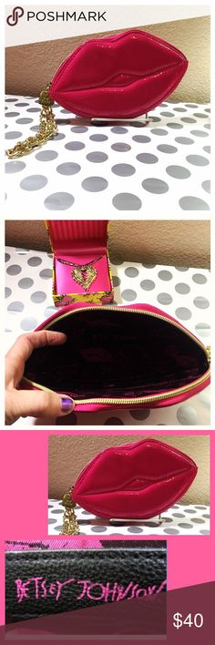 👛Betsey Johnson Wristlet👛 👛Betsey Johnson Wristlet Bright Fuchsia Lips 👄 Pink Patent with Gold color chain and zipper and adorable XoXo Betsey Charm. This is true Betsey Johnson style smokin hot good for a night out on the town👛 Betsey Johnson Bags Wallets